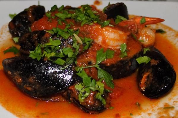 Grillet sværdfisk i tomat- og vinsalsa